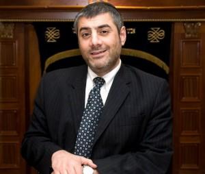 rabino yosef Mizrachi asegura golpear a los judios por yeshua por su idolatria