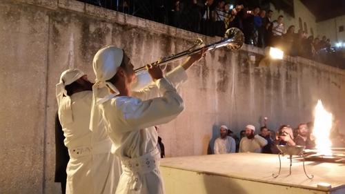 500-levitas-tocam-trombetas