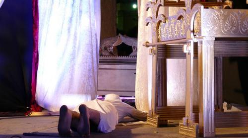 500-sacerdote-deitado