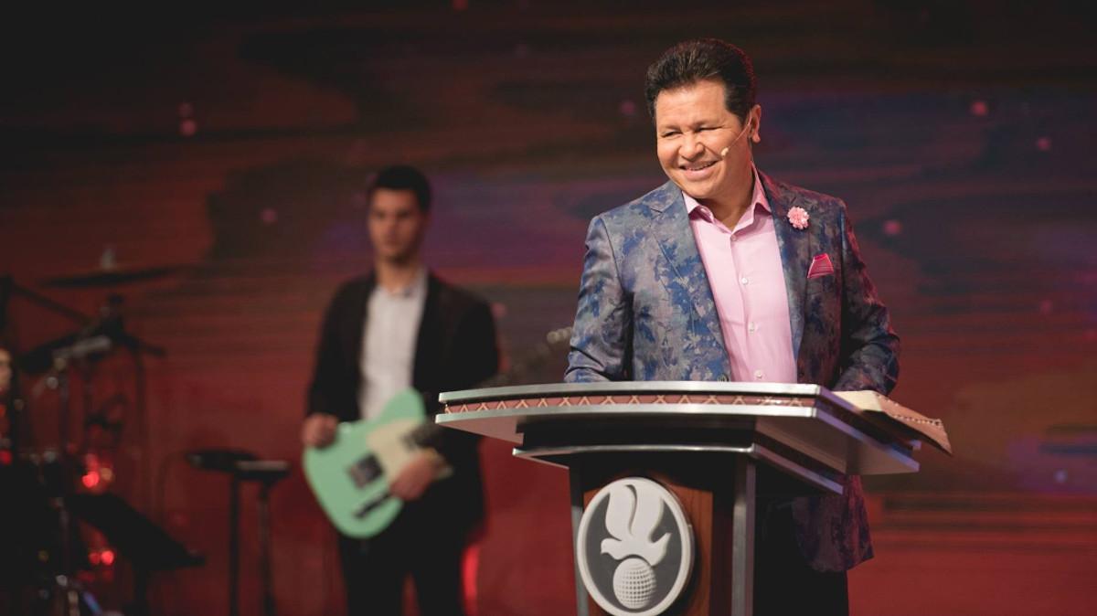 Guillermo Maldonado Convierte Su Iglesia En Discoteca